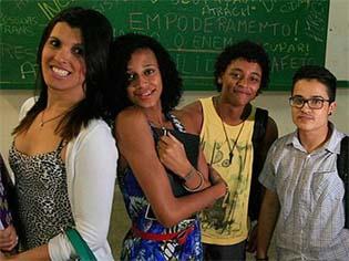 http://fw.atarde.uol.com.br/2015/08/650x375_aulas-transexuais-ufba-enem_1546833.jpg
