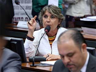 http://www.redebrasilatual.com.br/cidadania/2015/09/para-movimentos-lgbt-reduzir-familia-a-homem-e-mulher-e-discriminatorio-e-homofobico-2324.html/erika-kokay.jpg-4242.html/@@images/b7b21314-a5de-45b5-a765-e630c2145b23.jpeg