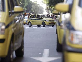 http://extra.globo.com/incoming/18655651-871-13b/w640h360-PROP/taxis.jpg