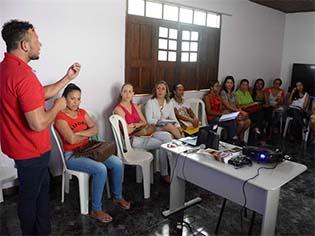 http://www.feiradesantana.ba.gov.br/fts_secom/fts/Atendimento%20pr%20transsexuais%20e%20trvestis%20no%20CRMQ%20-%20foto%20Silvio%20Tito%20(3).jpg