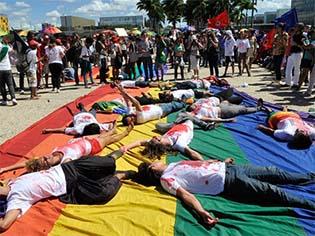 http://www.redebrasilatual.com.br/cidadania/2016/06/homofobia-e-construida-no-cotidiano-desde-a-infancia-afirma-psicologa-269.html/homofobia.jpg/image_large
