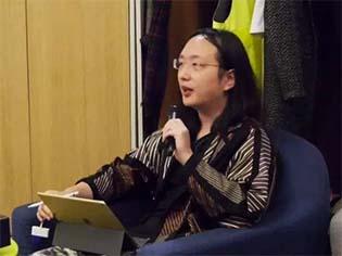 http://veja.abril.com.br/mundo/genio-da-tecnologia-hacker-transgenero-vira-ministra-em-taiwan/