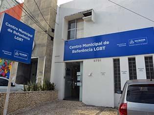 http://informebaiano.com.br/16173/noticia/centro-de-referencia-lgbt-oferece-orientacoes-sobre-mudanca-de-nome-social