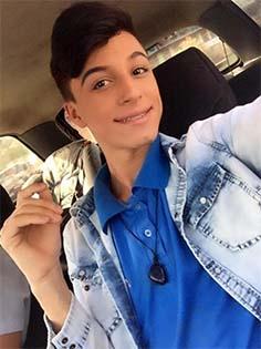 http://atarde.uol.com.br/brasil/noticias/1830380-mae-e-presa-suspeita-de-matar-filho-homossexual-esfaqueado