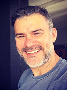 http://ego.globo.com/famosos/noticia/2017/01/leonardo-vieira-sobre-beijo-gay-em-festa-nada-demais-e-um-ato-de-amor.html