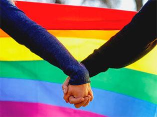 http://www.huffpostbrasil.com/salomao-cunha-lima/o-ativismo-lgbt-comeca-na-palma-das-maos_a_22108417/
