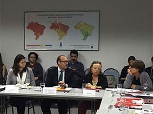 http://www.mpf.mp.br/pgr/noticias-pgr/em-reuniao-com-o-unaids-pfdc-critica-projeto-de-lei-que-torna-crime-hediondo-a-transmissao-do-virus-hiv