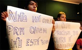 http://congressoemfoco.uol.com.br/noticias/conselho-federal-de-psicologia-vai-recorrer-de-decisao-que-libera-%E2%80%9Ccura-gay%E2%80%9D/